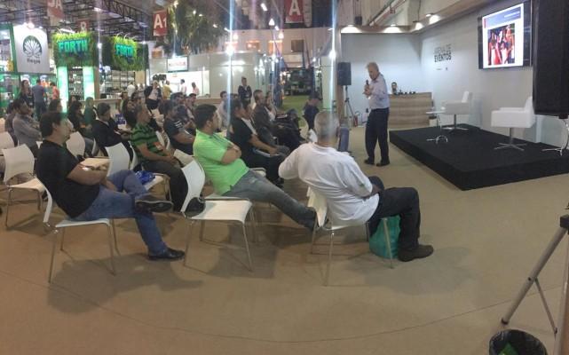 Público presente nas palestras.